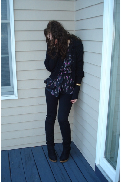 Forever21 shirt - H&M pants - Tellos shoes - Street Vendor sweater - vintage acc