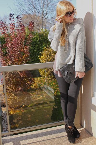 black BCBG boots - off white BCBG sweater - black Zara pants