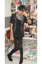 vintagemom closet scarf - Zara t-shirt - vintagedad closet vest - Mango jeans -