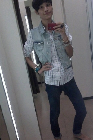 Zara shirt - Zara t-shirt - Zara jeans - casio belt