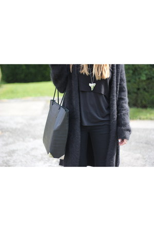 black angora COS cardigan - black H&M t-shirt - black cropped Mango jumper