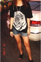 Topshop t-shirt - Levis shorts - Ninewest shoes