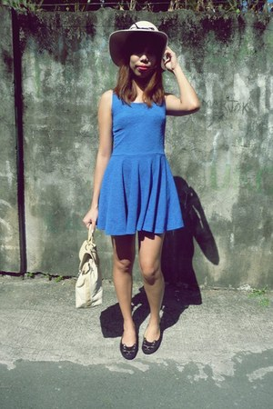 blue Mango dress - eggshell felt cotton on hat - eggshell random brand bag