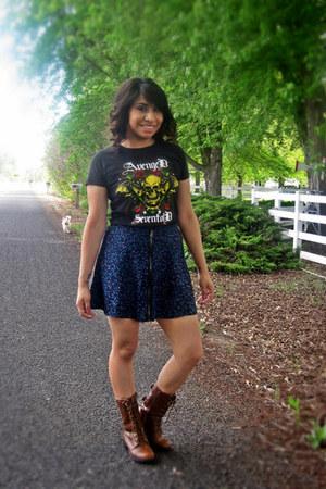 Soda boots - band tee Avenged Sevendfold shirt - kirra skirt