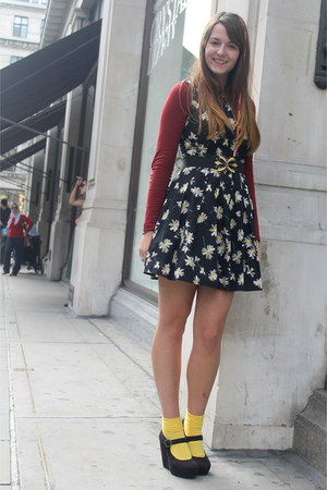 yellow my mums socks - black daisy print new look dress - black Accessorize hat