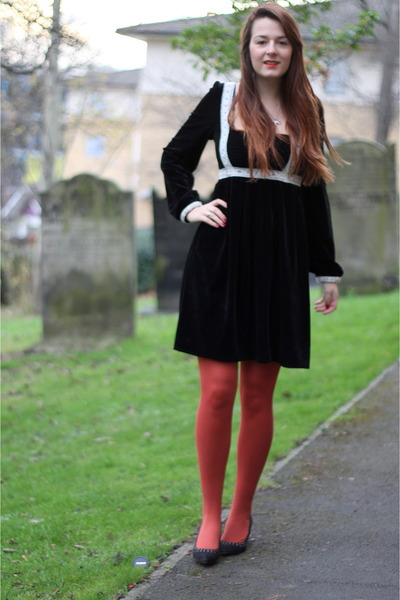 black velvet Mina UK dress - burnt orange new look tights