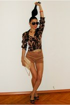 vintage shirt - vintage bag - vintage shorts - New Yorker sunglasses