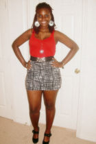 red top - black skirt - black shoes