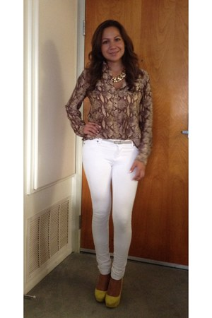 gold necklace - white pants - light brown blouse - yellow heels
