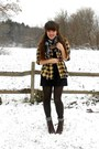 Navy-plaid-thrifted-scarf-dark-brown-cheerio-seychelles-boots