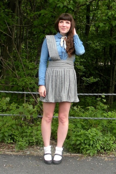 black mary janes Payless shoes - sky blue chambray shirt - off white thrifted sc