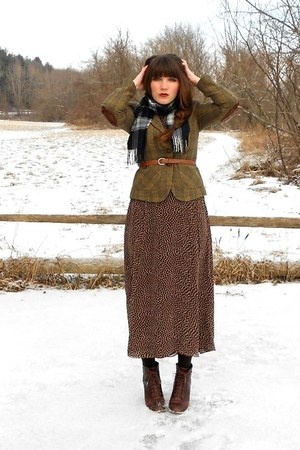 dark brown polka dot midi thrifted dress - dark brown cheerio seychelles boots