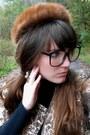 Brown-tjmaxx-coat-brown-mink-vintage-hat-black-turtleneck-thrifted-sweater
