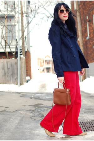 red Dittos jeans - beige Forever 21 shoes - navy H&amp;M coat - tawny vintage bag