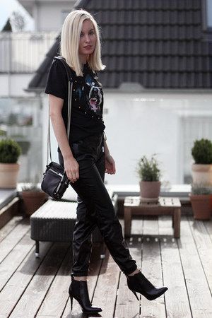 black Bershka boots - black Alexander Wang bag - black no name t-shirt