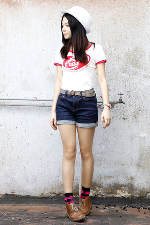 white Spiral girl t-shirt - blue BDG Jeans jeans - white hat - brown Clarks shoe