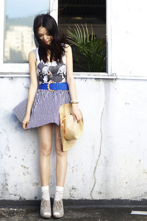 blue vintage belt - beige unknown shoes - beige Bershka hat