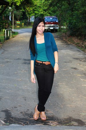 forest green top - navy blue cardigan - black pants