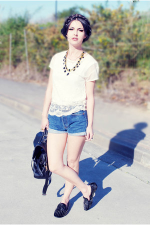 Levis shorts - Sheinside flats - Zara necklace - BLANCO t-shirt