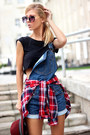 Black-t-shirt-blue-dungarees-sheinside-jeans-ruby-red-shirt