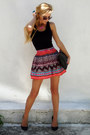 Turquoise-blue-ring-hot-pink-necklace-black-top-coral-skirt-black-flats