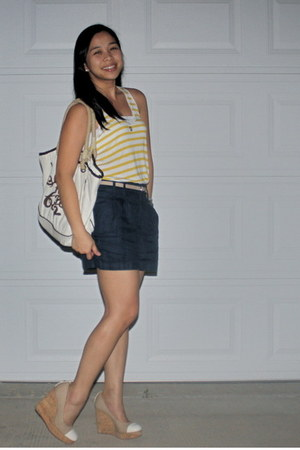 navy Forever 21 shorts - yellow Gap top - neutral Zara belt