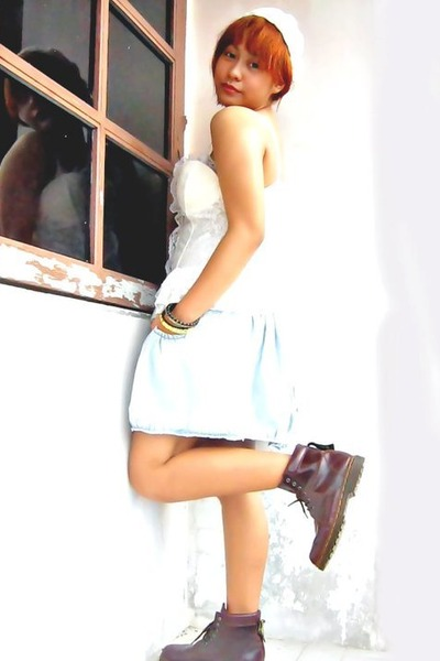 brick red doc martens boots - light blue Bershka skirt