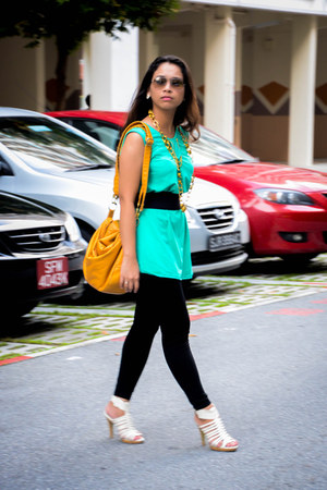 mustard bag - aquamarine top - dark green belt
