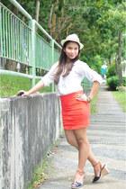 carrot orange skirt - cream hat - white top