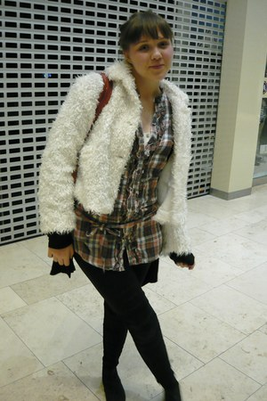 Atmosphere shoes - fur vintage coat - leggings - New Yorker shirt - daniel hecht